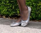 Scholl Women's Pocket Ballerina Flat - Silver Sequin 6