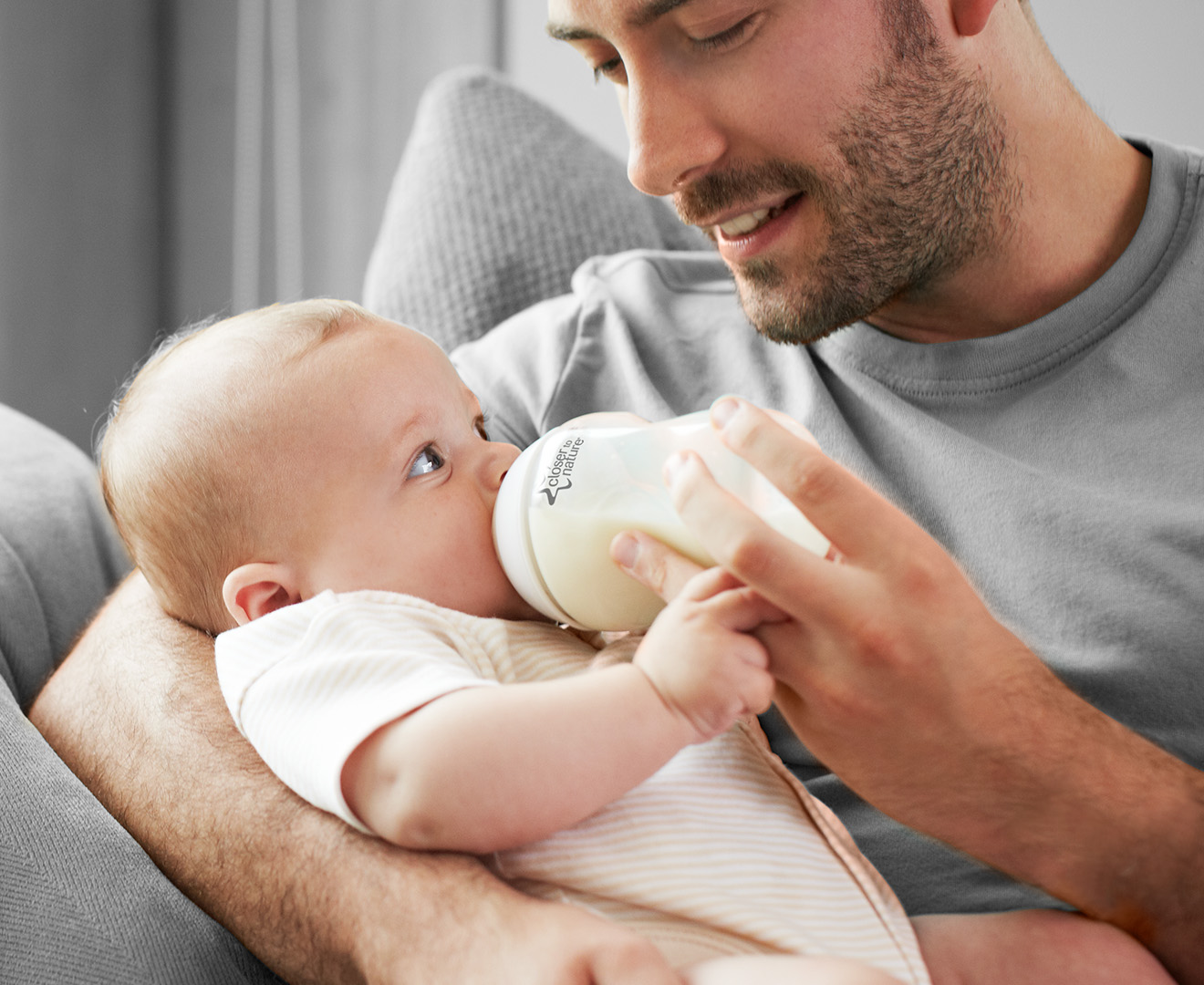 Tommee Tippee Closer To Nature Bottle Feeding Starter Kit White